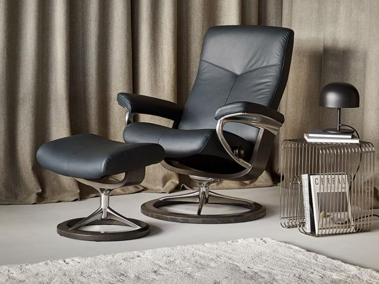 Stressless Dover Leather Chair with Signature Base