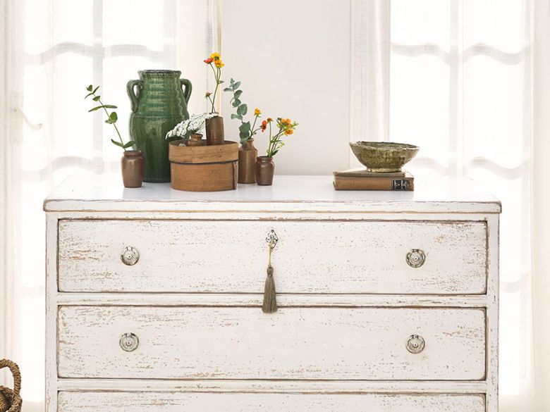 Atelier distressed chest of 3 drawers